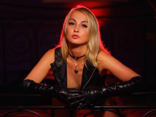 Voir le liveshow de  SonyaDrew de Xlovecam - 24 ans - Real life DOMINATRIX! If you need a cold strict Mistress to train you - here am i. SPH, JOI, CEI ...