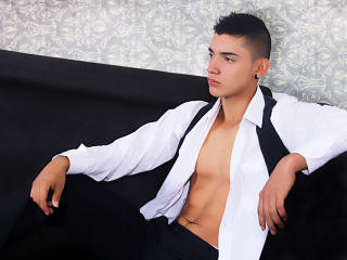 Voir le liveshow de  MasterJonny de Xlovecam - 21 ans - I am a hot and tender man at the same time, angel and demon at the same time, I can talk and d ...