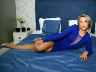 Voir le liveshow de  LovableEva de Xlovecam - 27 ans - Hey my name is Eva and i am the kind of girl that knows the value of love and apreciates life t ...