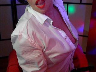 Voir le liveshow de  Aubade de Xlovecam - 59 ans - I'm a horny milf with a full CUP BIO NARUREL !!!mon kiff porté des chemises d hommes ^ !!!!!!!! vo ...