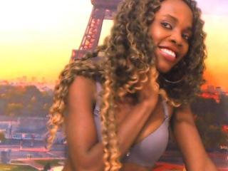 Voir le liveshow de  HollySquirt de Xlovecam - 24 ans - I'm a sweet girl, very funny and friendly