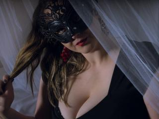 Voir le liveshow de  MellodyPrecious de Xlovecam - 23 ans - My show is kinky, wet and exciting. Join me and see what happend's!
