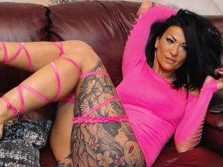 Voir le liveshow de  AndraD de Xlovecam - 36 ans - I am a very naughty woman and I love men who know what they want.