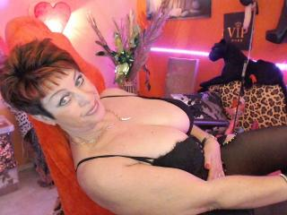 Voir le liveshow de  Bettina de Xlovecam - 57 ans - Sensual ,very open minded  excitante  beautiful woman sex appeal ....
