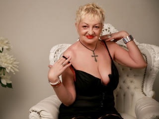 Voir le liveshow de  UrFunnyLady de Xlovecam - 59 ans - Hot, smart mature always in the mood for a nice quiet conversation. And maybe more... who know ...