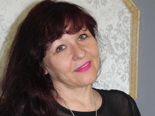 Voir le liveshow de  AliciaSkinner de Xlovecam - 39 ans - Pretty girl inside ready for fun, to perform you a great show ;)