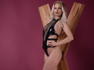 Voir le liveshow de  EvilAmber de Xlovecam - 27 ans - I am a switch blonde girl. I love to be the most obedient submissive for your rules, and i can b ...