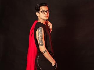 Voir le liveshow de  EliotGrey de Xlovecam - 20 ans - I am a boy interensting in meet new people