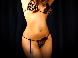 RoxanLovex nude on cam