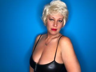 Voir le liveshow de  LydiaColes de Xlovecam - 48 ans - A luxurious blonde with chic shapes. I have a juicy body for my age. I have beautiful big Tits  ...